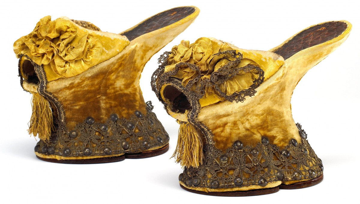 Velvet covered chopine, made in 1600