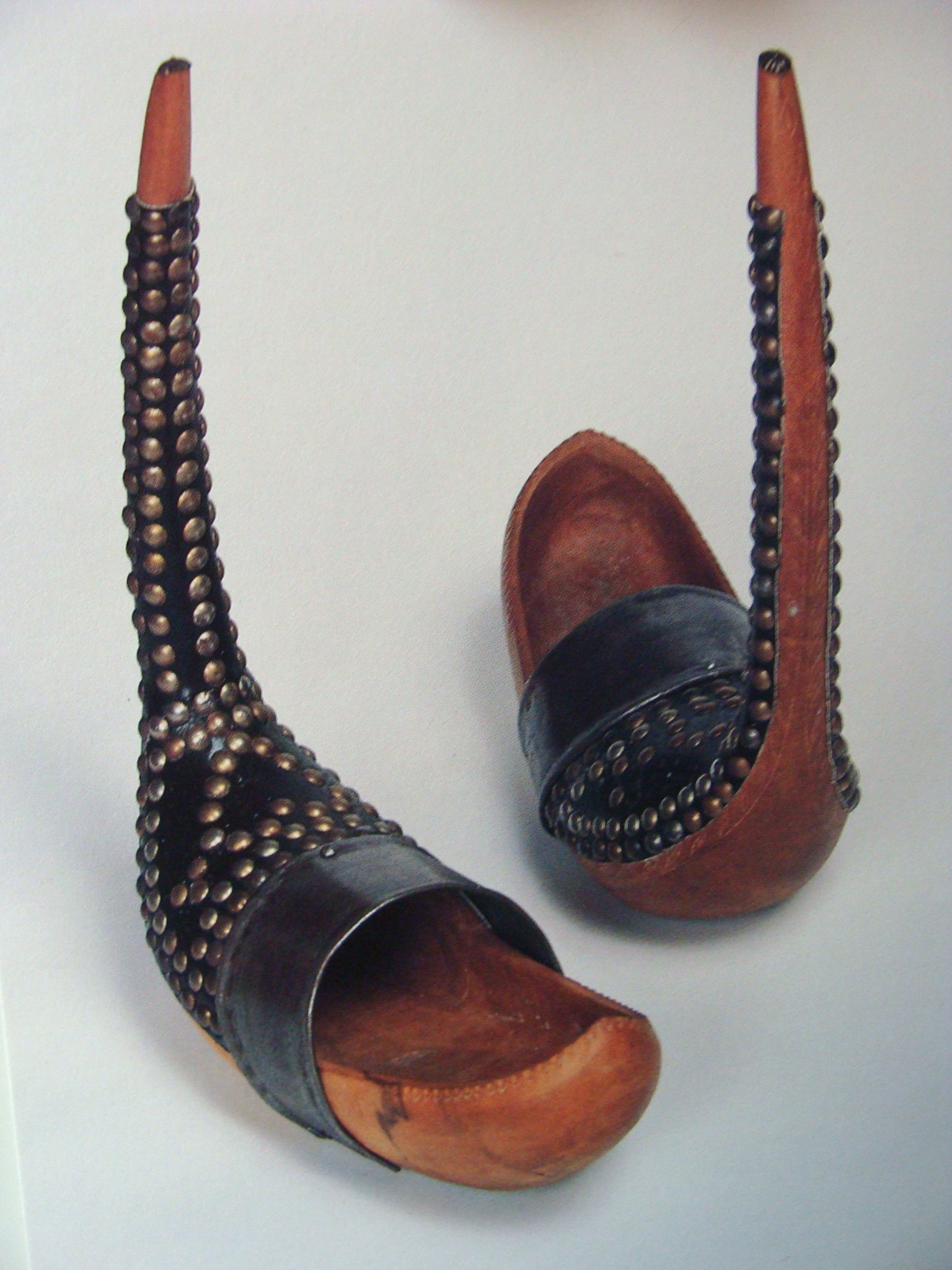 7 Fashion Shoes For Women From Centuries Ago Miratico