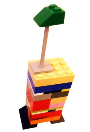 A giraffe made out of Lego
