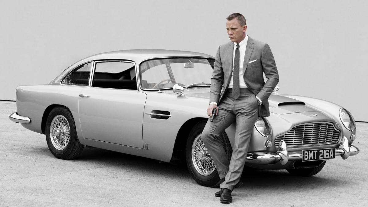 Daniel Craig near an Aston Martin DB5