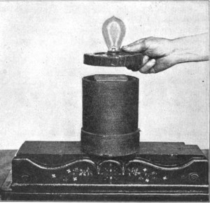 Electric lamp powered by induction in 1910