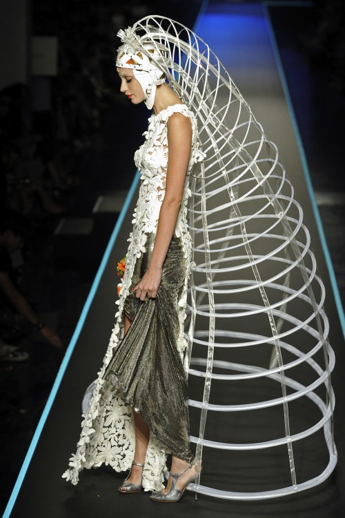 Crinoline over the head