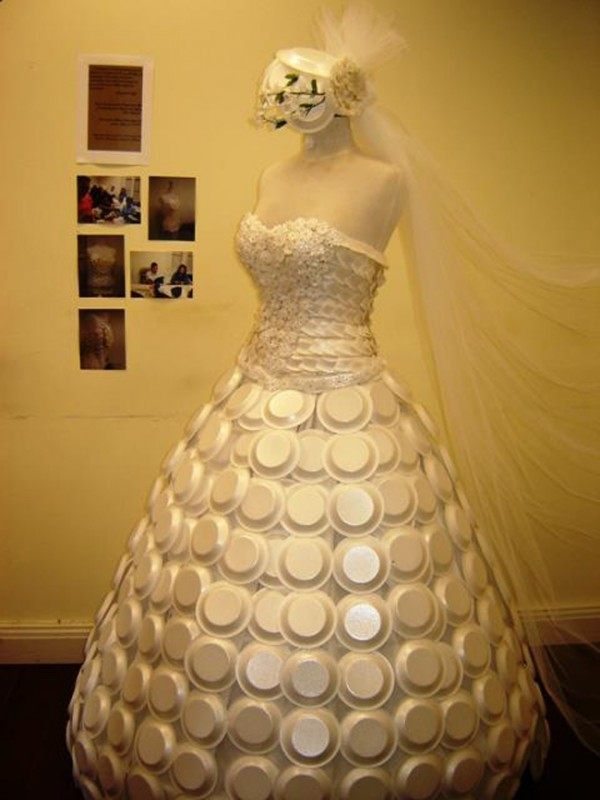 Disposable dish wedding dress